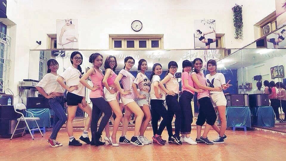 Tuổi trẻ sôi động với các điệu nhảy hiện đại