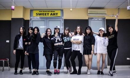 Bài nhảy thành quả dance cover của các cô gái lớp CT35