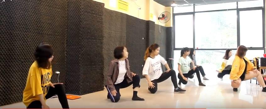 MỘT BUỔI TẬP LUYỆN CỦA LỚP SEXY DANCE SÁNG KE35