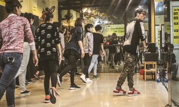 Học nhảy hiện đại Shuffle Dance